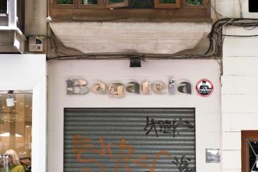 """Werbefotografie Studio OberfrankenStreet Aufnahme mit Reklameschrift """"Bagatela"""" in Italien. Feigfotodesign"""