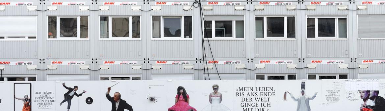Street Aufnahme Container bei Umbau der Staatsoper Unter den Linden in Berlin. Feigfotodesign