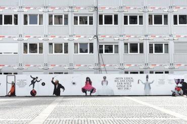 Werbefotografie Studio Oberfranken Street Aufnahme Container bei Umbau der Staatsoper Unter den Linden in Berlin. Feigfotodesign