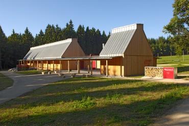 Außenaufnahme des Waldhauses Mehlmeissel von Architekt Kuchenreuther. Feigfotodesign