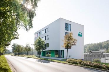 Architekturfotografie Fotograf Studio Oberfranken Außenaufnahme des Gebäudes BFZ in Marktredwitz von Architekt Kuchenreuther. Feigfotodesign