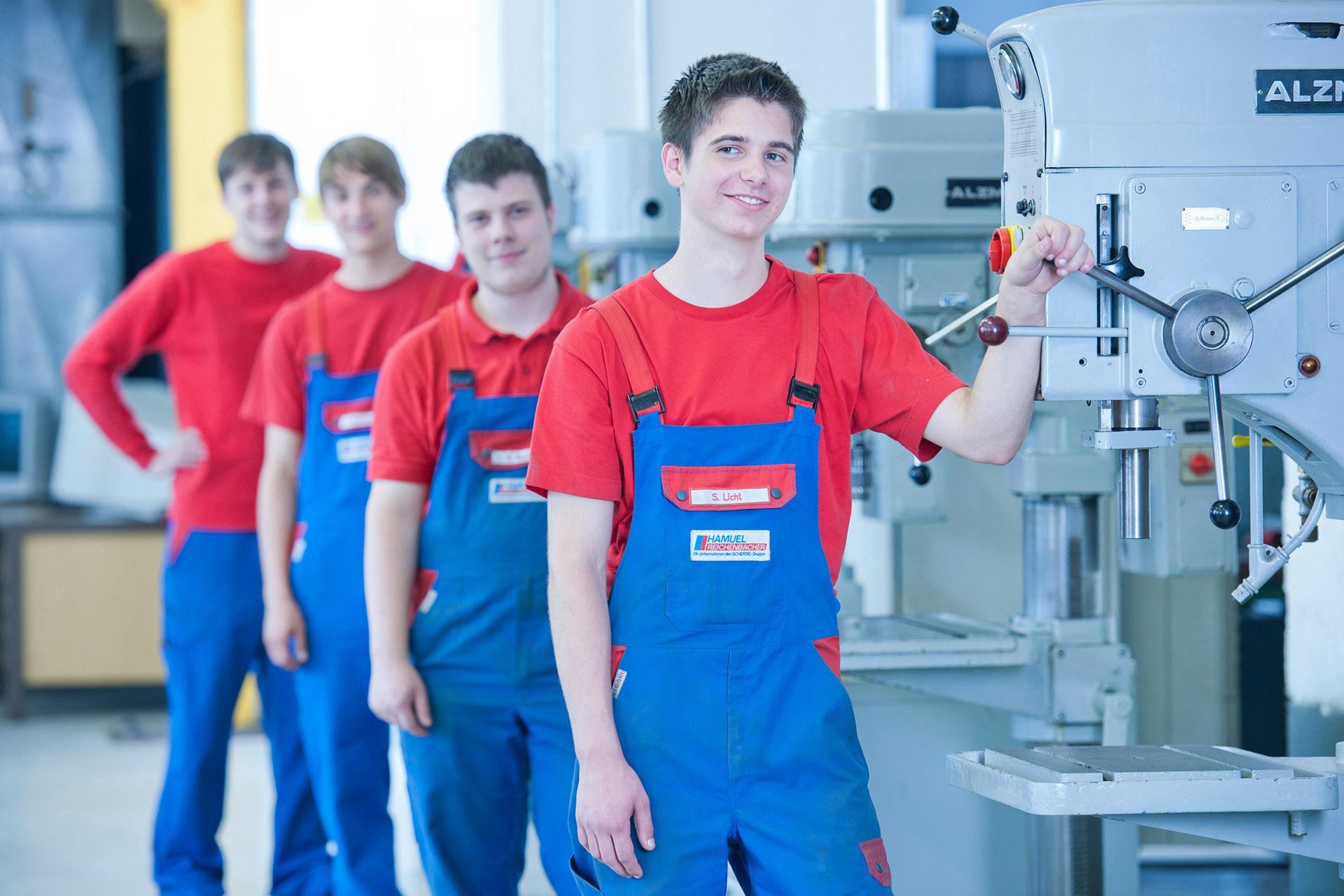 Industriefotografie Auszubildende in der Fertigung. Feigfotodesign