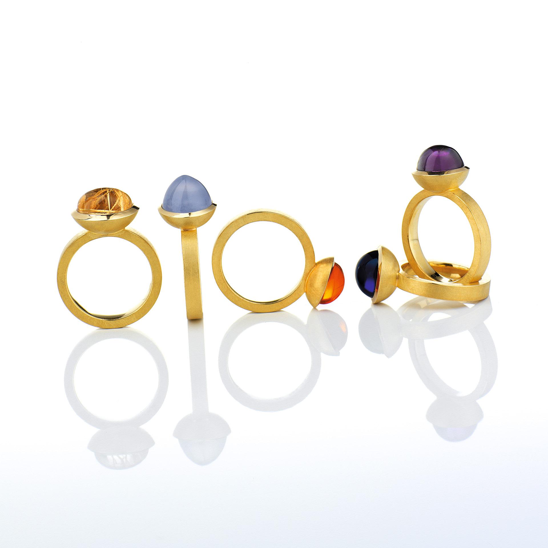 Handgeschmiedete Goldringe mit Edelsteinen Juwelier Brunat. Feigfotodesign