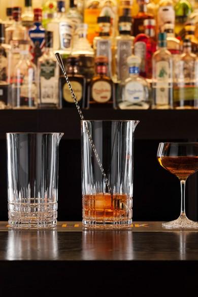 Werbefotografie Cocktailgläser und Jigger aus Perfect Serve Collection by Stephan Hinz auf Bartresen. Feigfotodesign
