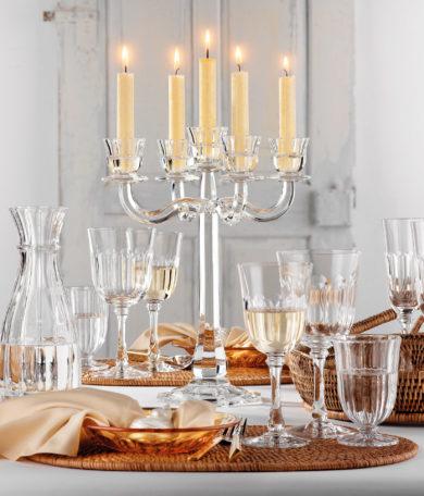 Werbefotografie Glaskollektion Ravello von Nachtmann neben Kerzenleuchter. Feigfotodesign