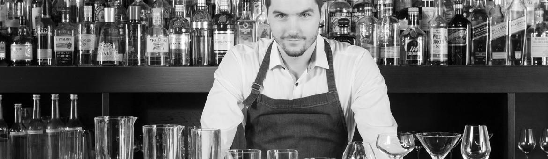 Cocktailgläser Variation der Perfect Serve Collection mit Stephan Hinz hinter Bar. Feigfotodesign