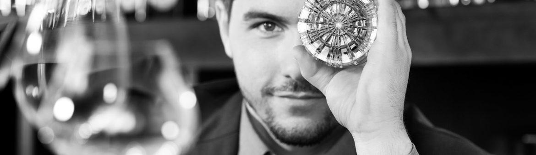 Fotodesigner Werbefotografie Studio Oberfranken Portraitaufnahme Stephan Hinz Blick durch Cocktailglas. Feigfotodesign