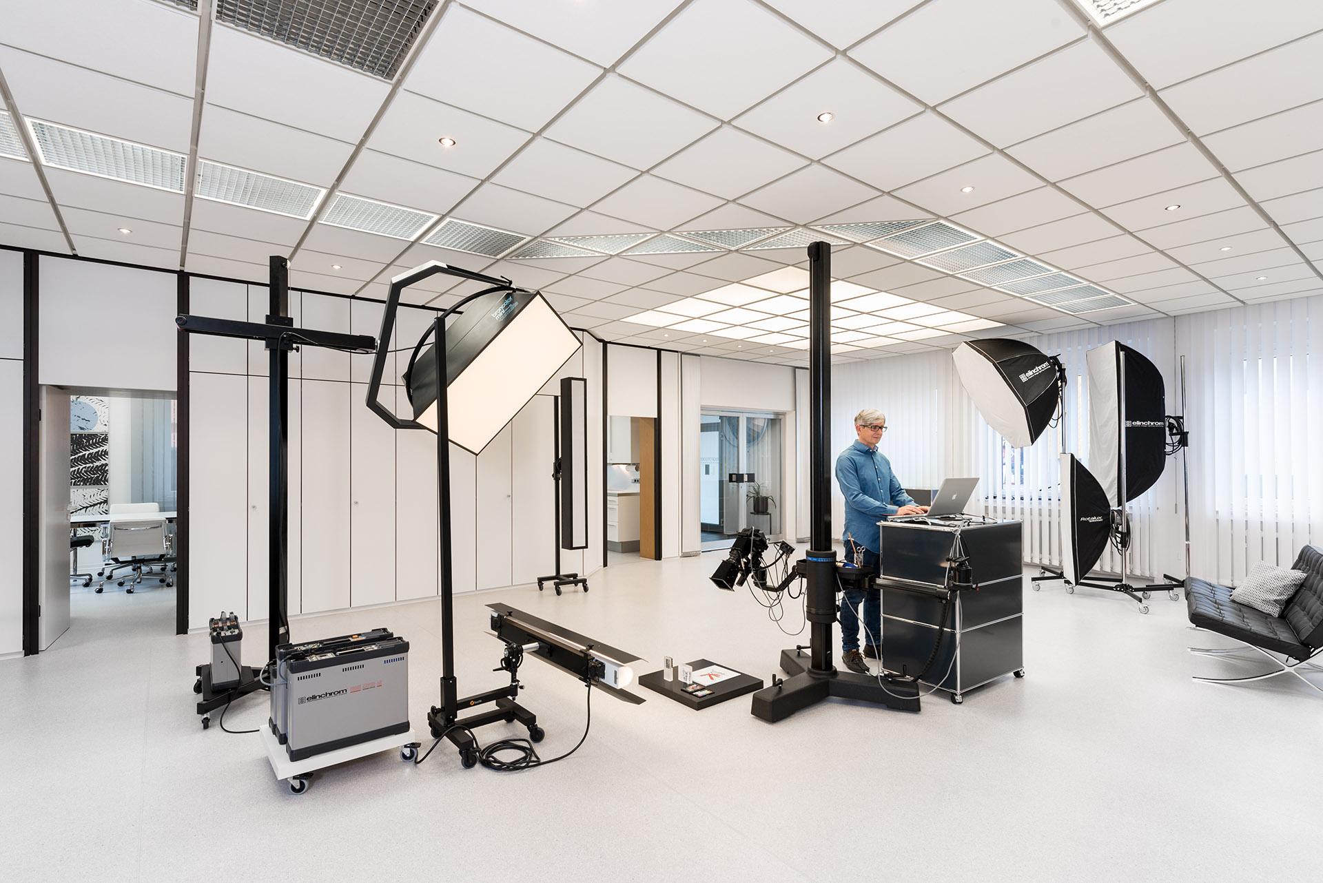 Alexander Feig während der Arbeit im Hauptraum des Studios