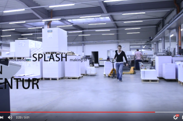 Screenshot von YouTube Video zeigt Making Of in Druckerei. Feigefotodesign