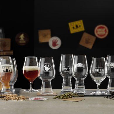 Werbefotografie Leere und halb gefüllte Tastinggläser für Craftbeer, hergestellt von Spiegelau. Feigefotodesign