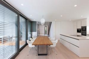ArchitekturfotografieLichtdurchfluteter Essbereich von Architekt Markus Weber