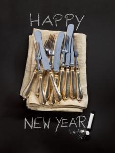 """Handcrafted Fotokalender 2016 Silberbesteck auf Leinentuch mit Kreideschrift """"Happy New Year"""""""