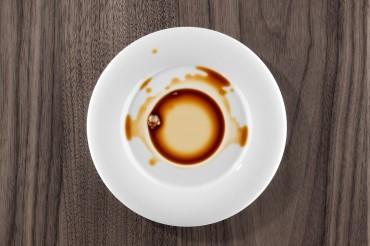 Produktfotografie Werbefotografie FotoStudio Oberfranken mit verschüttetem Kaffee. Feigefotodesign