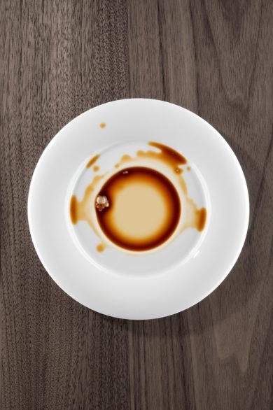 Werbefotografie mit verschüttetem Kaffee. Feigefotodesign