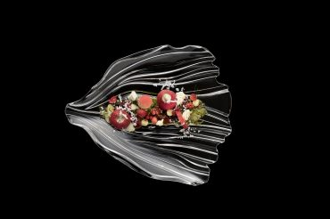 Dessert auf Glasteller der Serie Jin Yu angerichtet von Thomas Kellermann Food-Experte