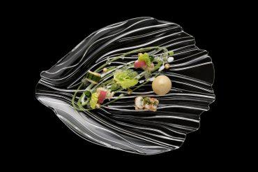 Werbefotografie Sushi und Salatbeilagen auf Glasteller der Serie Jin Yu angerichtet von Thomas Kellermann Food-Experte. Feigefotodesign