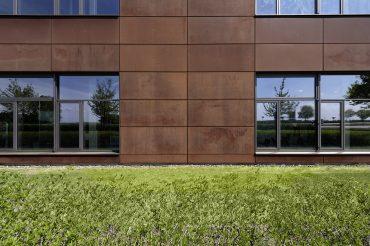 Architekturfotografie Fotograf Studio Oberfranken Close-Up Außenarchitektur Metallinnung Garching München Fassade aus Cartenstahl. Feigefotodesign