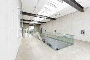 Architekturfotgrafie Metallinnung Garching München Obergeschoss mit Treppe