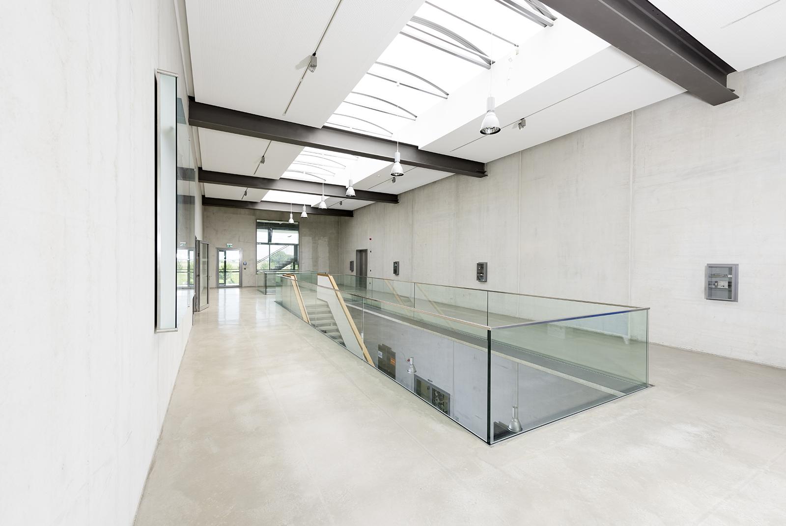 Innenarchitektur Metallinnung Garching München Obergeschoss mit Treppe. Feigefotodesign
