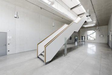 Aufnahme Innenarchitektur Treppe in Garching, München Feigefotodesign