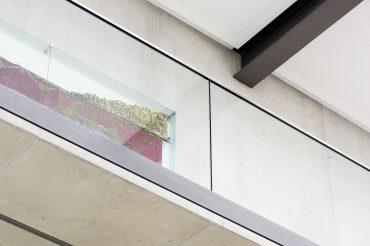 Architekturfotografie Fotograf Studio Oberfranken Nahaufnahme Historische Innungsfahne von unten. Feigefotodesign