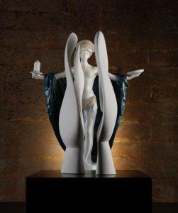Porzellanfigur Tempelweihe und Skulptur Moon Head im Zuge der Jubiläumsausstellung Rosenthal im Porzellanikon Hohenberg an der Eger Selb