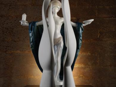Porzellanfigur Tempelweihe und Skulptur Moon Head im Zuge der Jubiläumsausstellung Rosenthal im Porzellanikon Hohenberg an der Eger Selb. Feigefotodesign